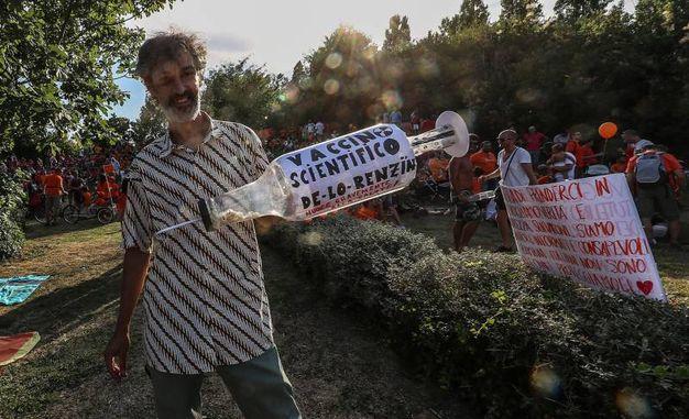 Alle 17.30 il portavoce della manifestazione ha comunicato sul palco una coda di 2 chilometri in autostrada per via dell'evento (Foto Print)