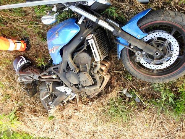 La moto distrutta (Foto Scardovi)