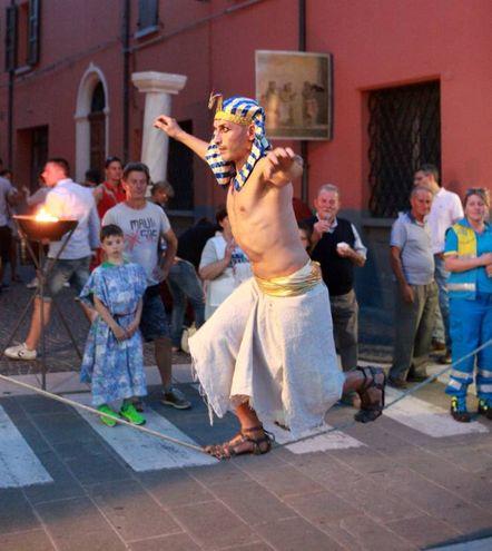 Anche un egizio alla festa (Ravaglia)