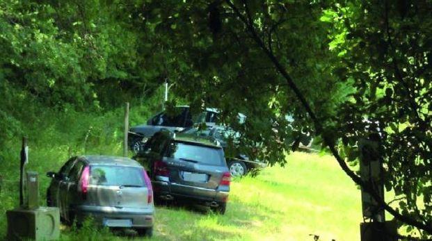 Parcheggio abusivo, rimpatriate con gli amici: chi frequenta l'area sa del divieto oppure no?