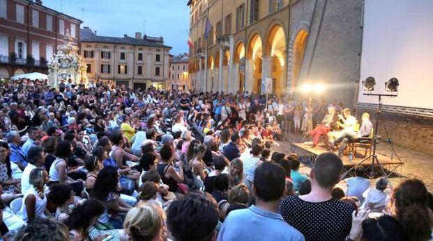 Piazza del Popolo gremita per Pif (foto Ravaglia)