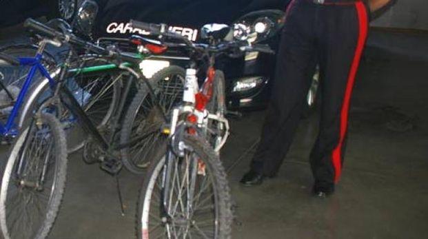 I carabinieri hanno recupero bici e modellini