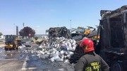 I vigili del fuoco sul luogo dell'incendio nello svincolo Sillaro Ovest (foto Schicchi)