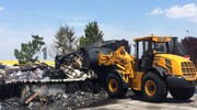 Il trasporto del mezzo incendiato (foto Schicchi)