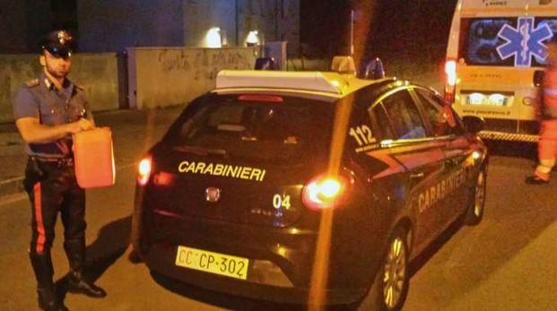 DRAMMA La tanica piena di benzina con cui il cinquantenne minacciava di darsi fuoco messa al sicuro dai carabinieri