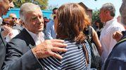 Agostini abbraccia anche la mamma Paola (IsolaPress)
