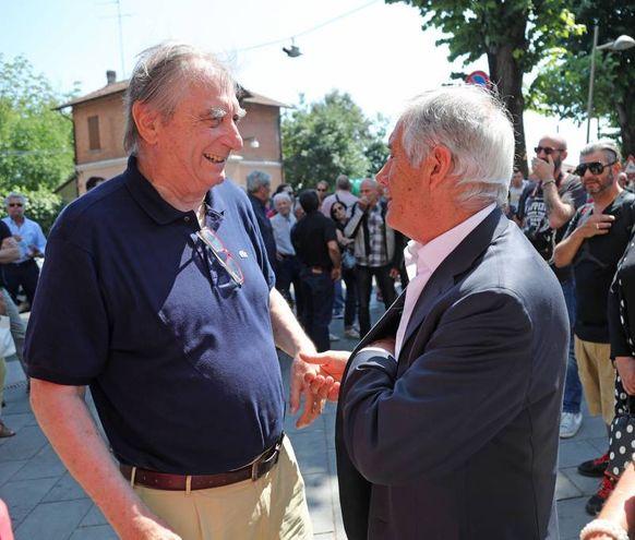 Giacomo Agostini con il dottor Costa (IsolaPress)