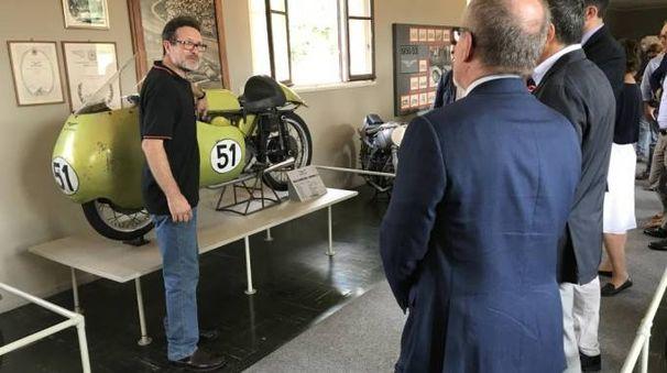 Roberto Maroni al Museo della Moto Guzzi