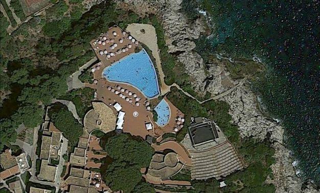 Una veduta aerea del villaggio Calampiso (Google Maps)
