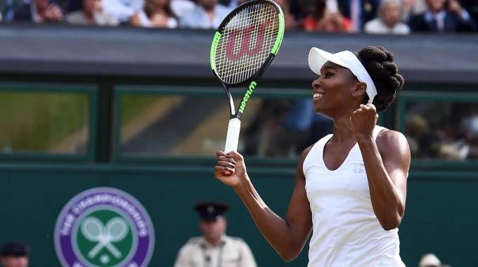 Venus Williams esulta dopo aver conquistato la finale di Wimbledon 2017 (Ansa)