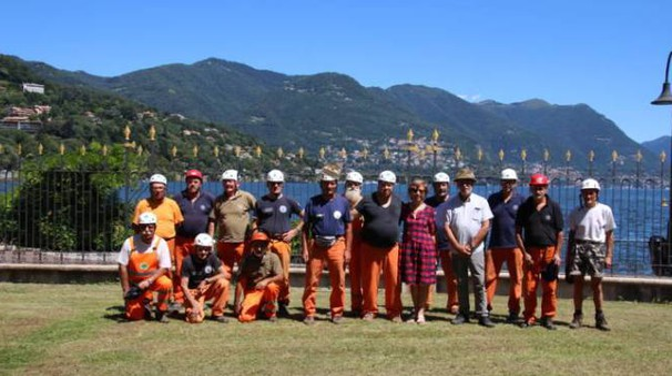 Gli alpini al lavoro a Villa Saporiti