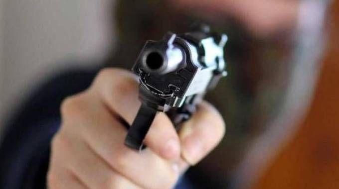 Faenza, rapina al casello dell'A14 con una pistola scacciacani. Due arresti