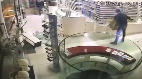 Un momento del furto