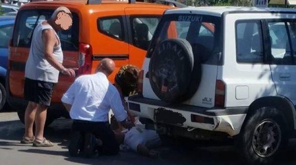 I soccorsi al vigilantes (Foto da Facebook, Sei follonichese se...)