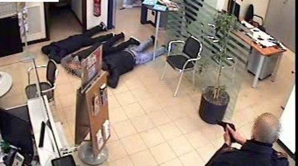 Rapina in banca (Fotolive)