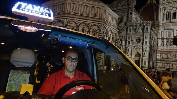 Un taxi notturno a Firenze (Gianluca Moggi / New Press Photo)