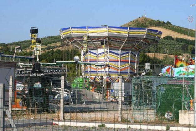 San Benedetto del Tronto, tragedia al Luna Park, è  morta una giovane mamma di 27 anni precipitata da circa 20 metri nel vuoto (Foto Sgattoni)