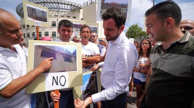 Comitato del Nespolo davanti alla prefettura (foto Acerboni/Castellani)