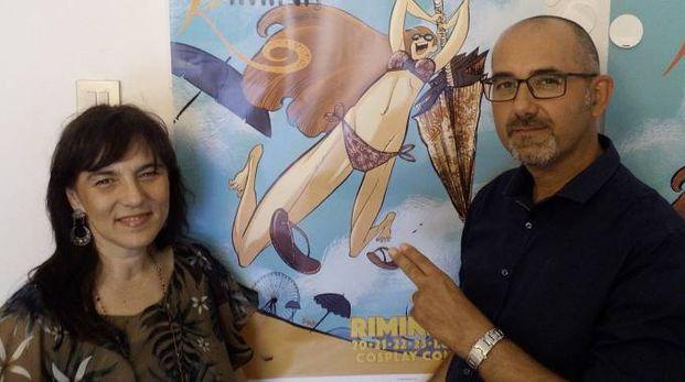 Gli organizzatori mostrano il manifesto di Cartoon Club