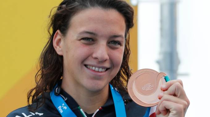 Arianna Bridi con la medagli adi bronzo vinta nella 10 Km (Lapresse)