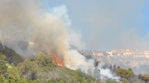 Incendio a San Piero, Isola d' Elba (foto Roberto Medici)