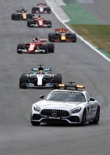 La safety car in pista (Ansa)