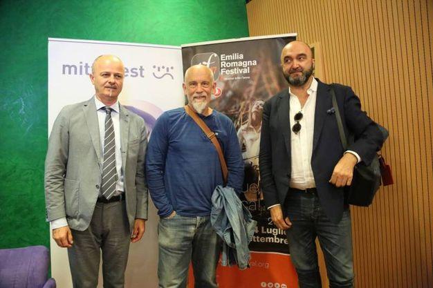 Franco Cabaletto, direttore artistico del Mittelfest, John Malkovich e Massimo Mercelli, direttore artistico dell'Emilia Romagna Festival (foto Schicchi)