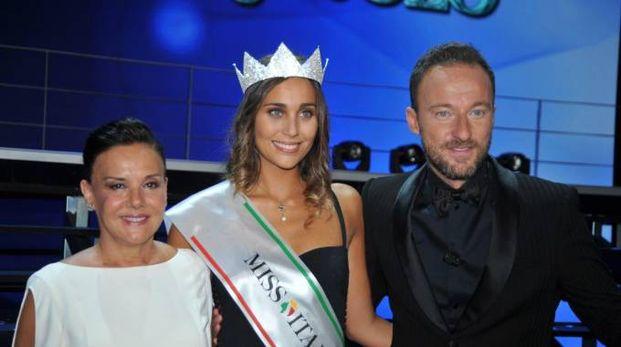 Rachele Risaliti, Miss Italia 2016, con Patrizia Mirigliani e Francesco Facchinetti