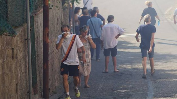 Fumo e aria irrespirabile a Santa Maria a Monte (Sarah Esposito / Fotocronache Germogli)