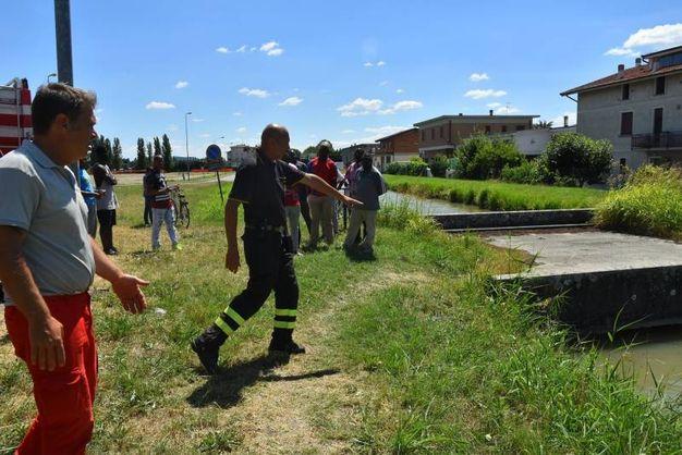 I vigili del fuoco con il nucleo sommozzatori sul posto (foto Artioli)
