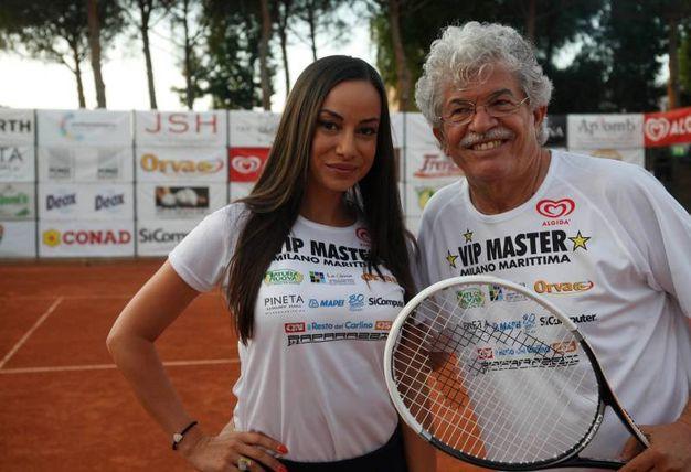 A destra, il senatore Antonio Razzi in compagnia di una delle bellezze presenti al Vip Master 2017 (foto Corelli)