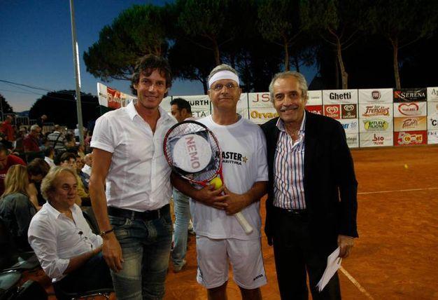 Enrico Lucci tra Patrick e Mario Baldassari (foto Corelli)