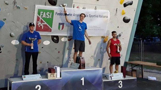 Sul podio al primo posto Ludovico Fossali