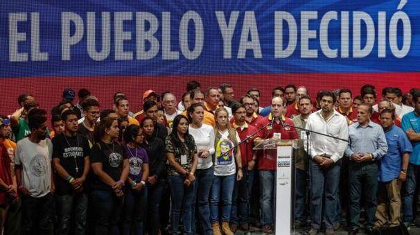 Venezuela, il leader dell'opposizione Julio Borges (Ansa)