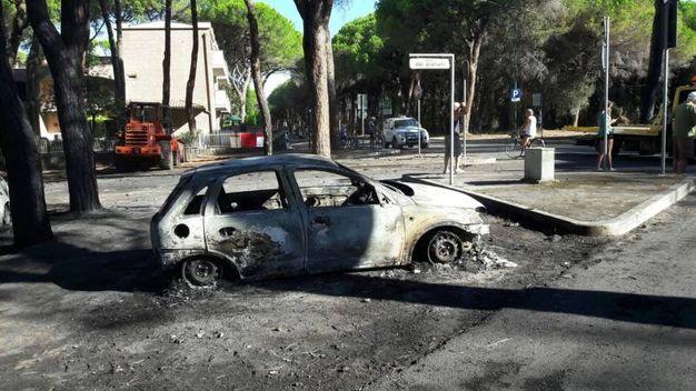 Marina di Grosseto, triste risveglio dopo l'incendio (foto di Luigi Caroppo)
