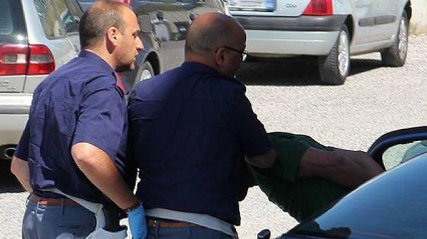 I due stranieri sono stati fermati e identificati dalla loro vittima