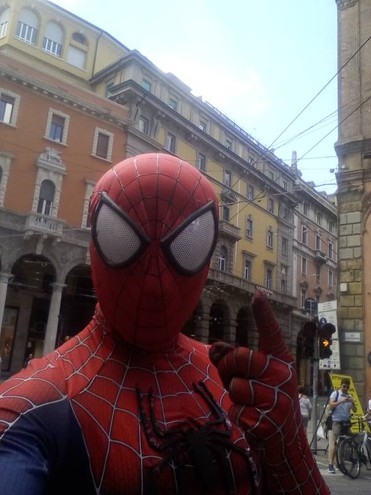 Spiderman in piazza di Porta Ravegnana