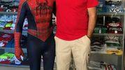 Spiderman con Sergio Pirozzi, sindaco di Amatrice