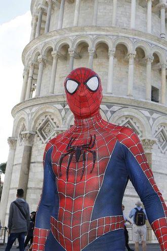 Spiderman e la Torre di Pisa
