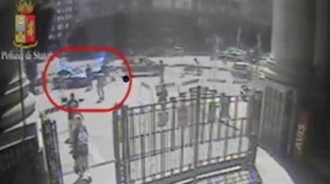 Poliziotto accoltellato in stazione Centrale (Newpress)