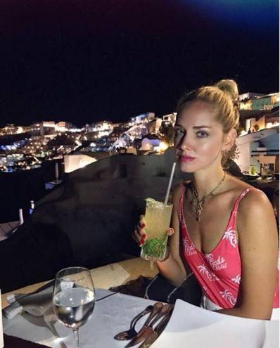 Chiara Ferragni a Santorini (Instagram)