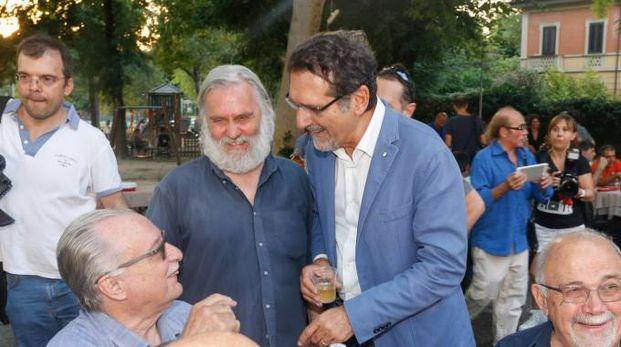 Roberto Morgantini con il sindaco Virginio Merola in un'iniziativa per le cucine popolari (foto Schicchi)