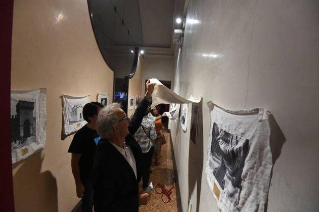Un momento della visita alla mostra 'Bologna Experience '(Foto Schicchi)