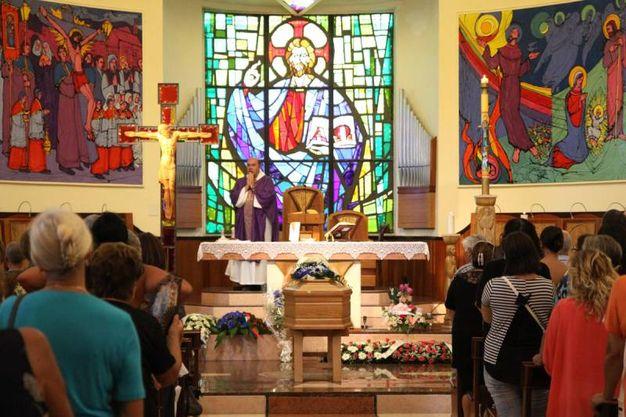 Un momento della messa (Foto Sgattoni)