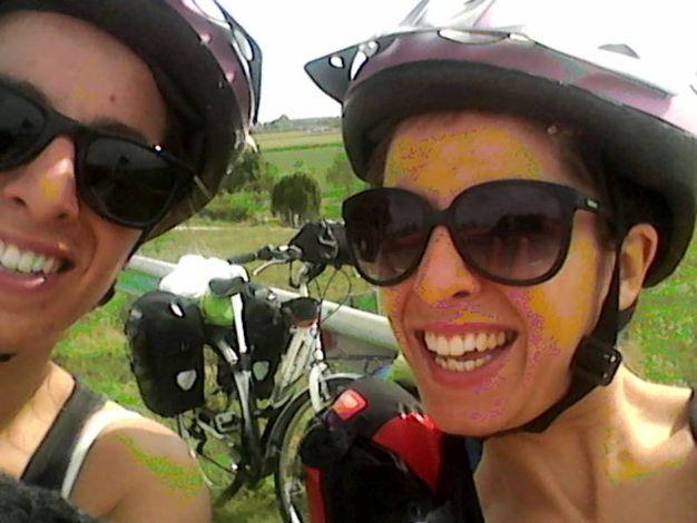Porto Recanati, il raduno nazionale dei gemelli: Elena ed Elisa sono arrivate in bicicletta da Milano (Foto De Marco)