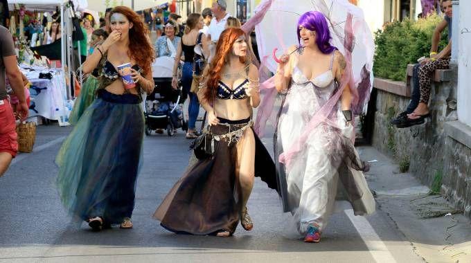 I «cosplayers» hanno invaso il centro di Vinci fino dal tardo pomeriggio di ieri e continueranno ad arrivare anche oggi e domani