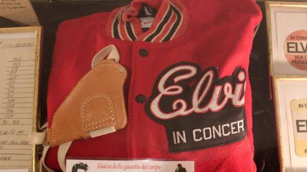 Alcuni dei cimeli esposti nella mostra 'Elvis Presley Museum' a Senigallia