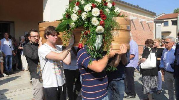 Gli amici di Marcello Cenci il giorno del funerale