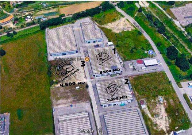 Una veduta aerea della dislocazione dei tre capannoni