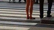 La giovane donna senza veli vista anche in zona stazione